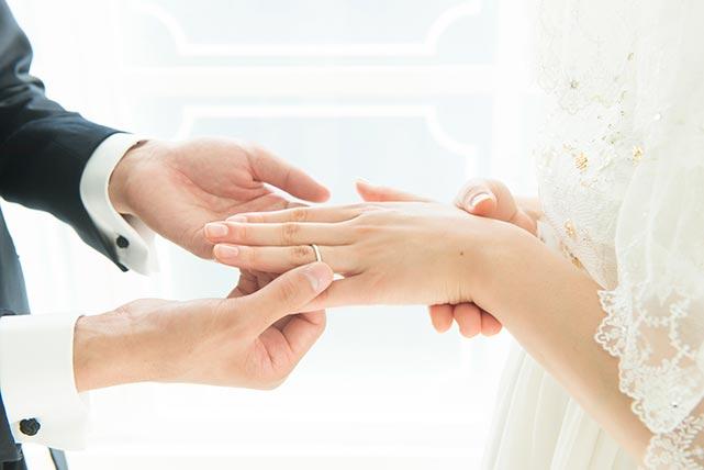 結婚を控えたお二人に似合う「マリッジリング」の選び方
